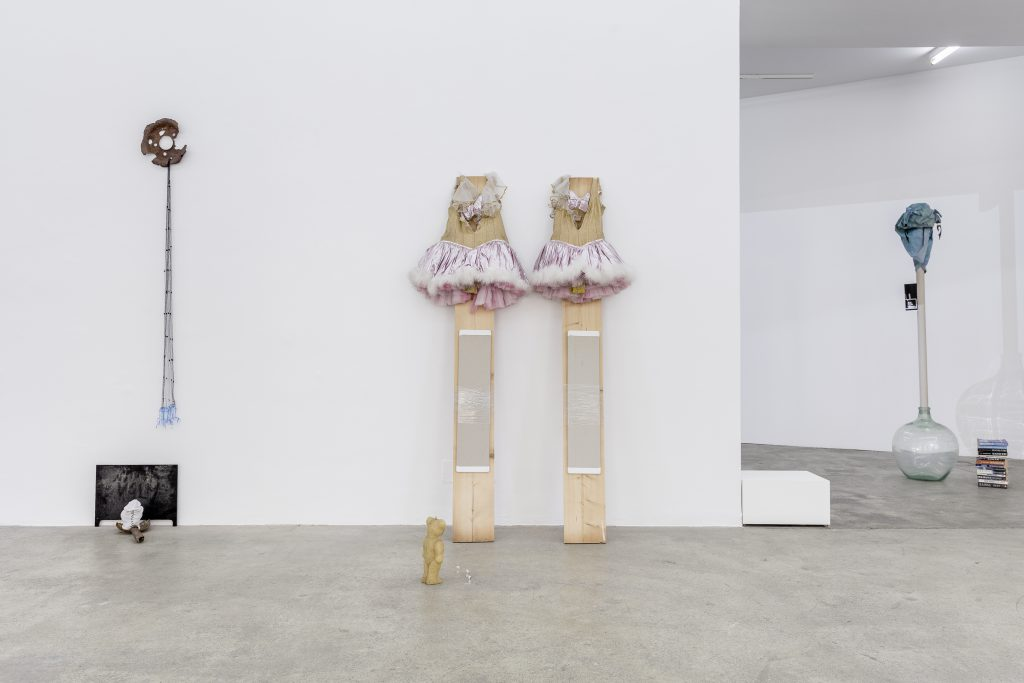 Sophie Jung, It's Not What It Looks Like, Exhibition View, Sophie Tappeiner, 2017. Photography: www.kunst-dokumentation.com. Courtesy: Sophie Tappeiner