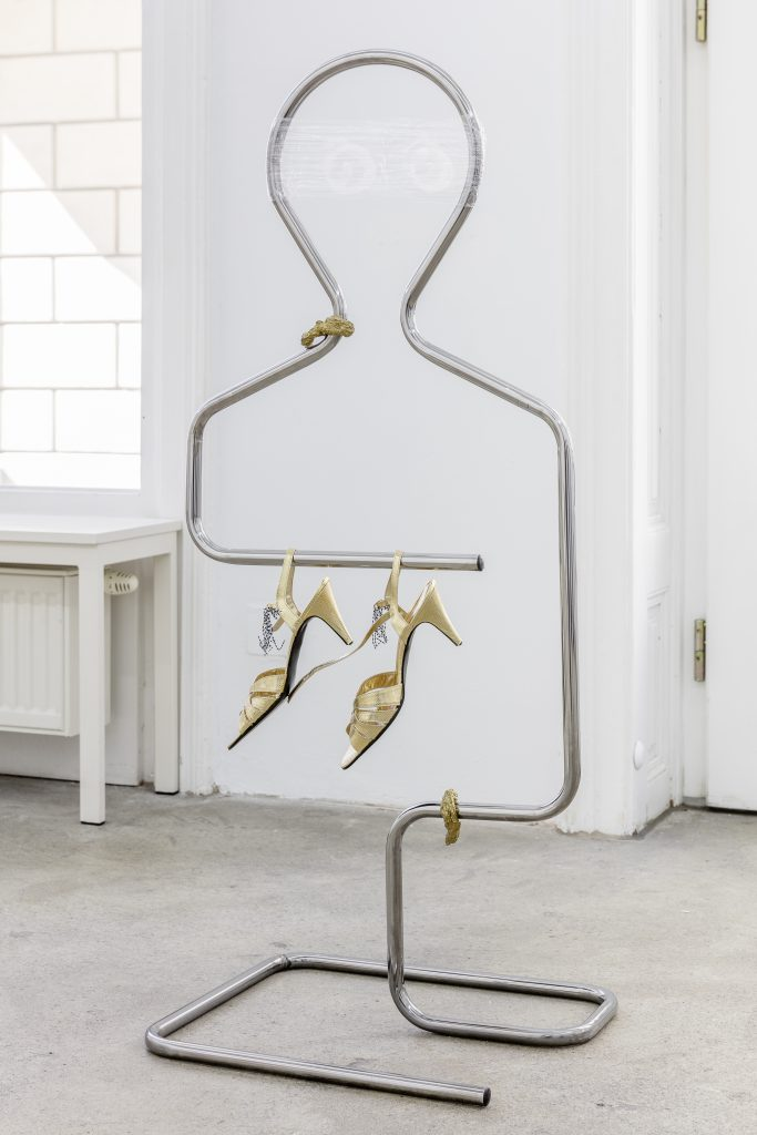 Sophie Jung, Drawing Cartwheels and Circles Over The Angry Professor's Face, 2017, Dumb waiter, cling film, acrylic paint, paper clips, dance shoes, papiermaché, gold laque, dimensions variable. Photography: www.kunst-dokumentation.com. Courtesy: Sophie Tappeiner