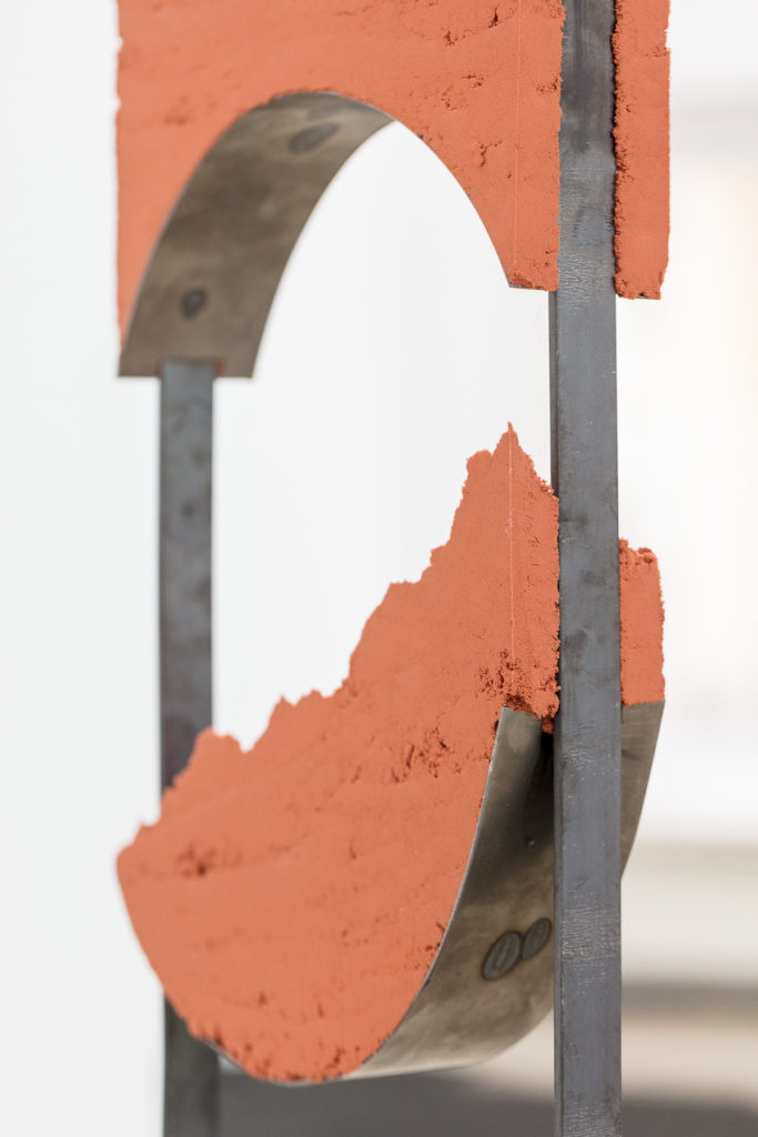 Angelika Loderer, Quiet Fonts #6 (detail), 2017, sand and steel, 299 x 35 x 8 cm. Photography: www.kunst-dokumentation.com. Courtesy: Sophie Tappeiner