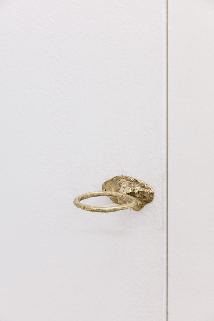 Angelika Loderer, Quiet Fonts (can keeper), 2017, brass, 10 x 9 x 4 cm. Photography: www.kunst-dokumentation.com. Courtesy: Sophie Tappeiner